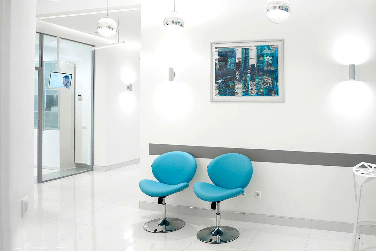 Интерьер клиники разработан опытным дизайнером с учетом современных требований к комфорту и функциональности лучших клиник мира.