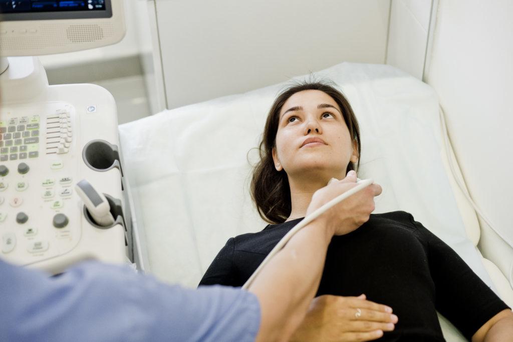 Тщательная всесторонняя диагностика организма пациента — обязательный этап в качественном лечении.