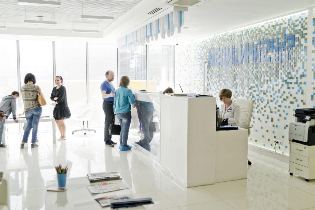 Свет, простор и уют. Мы знаем, чего не хватает пациентам поликлиник. Конечно, помимо качественного лечения.