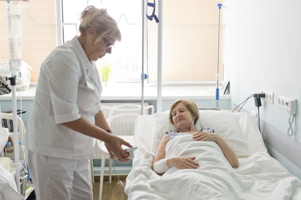 Забота о комфорте пациента — наш приоритет. От стойки регистрации — до автоматической кровати, меняющей форму под пациента.
