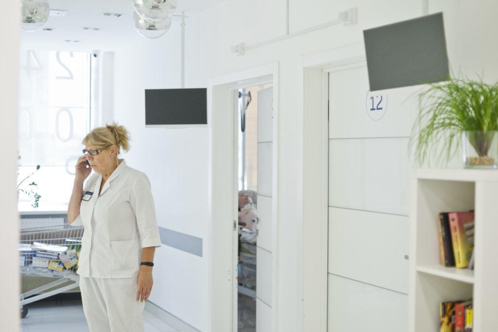 Мы всегда на связи. По просьбе пациента мы можем постоянно держать родственников в курсе хода лечения.